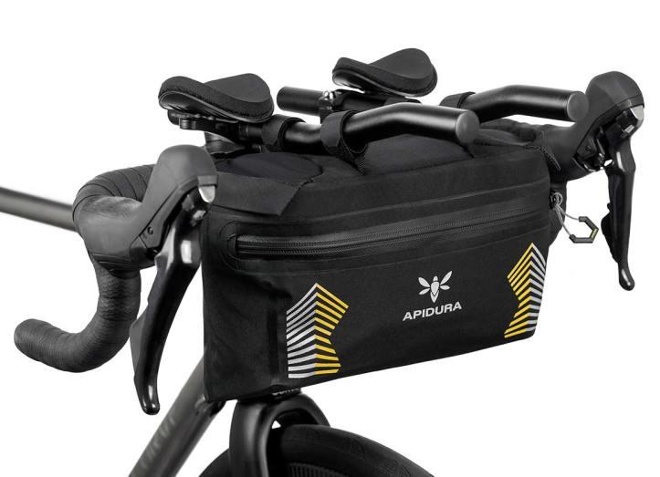 apidura-racing-handlebar-pack-5l-on-bike-2